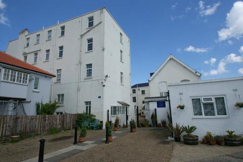 Studio to rent - Lloyd Court, Deal, Kent CT14