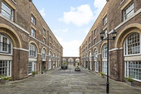 2 bedroom flat - The Highway, Limehouse