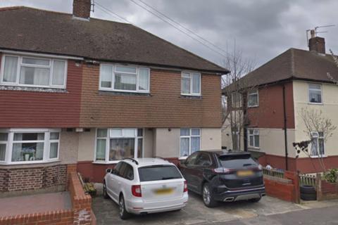 2 bedroom flat to rent - Dryden Close, Ilford, Essex, IG6