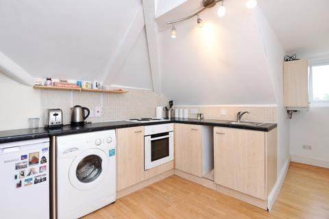 Studio to rent - Great North Road Highgate N6