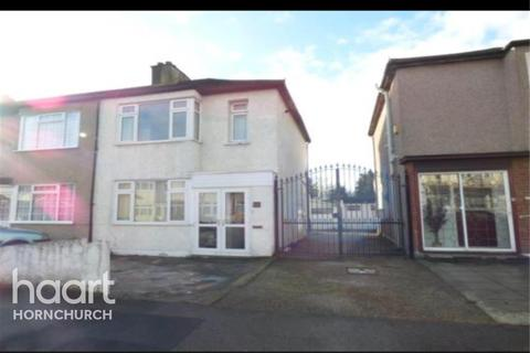 3 bedroom end of terrace house to rent - Rainham