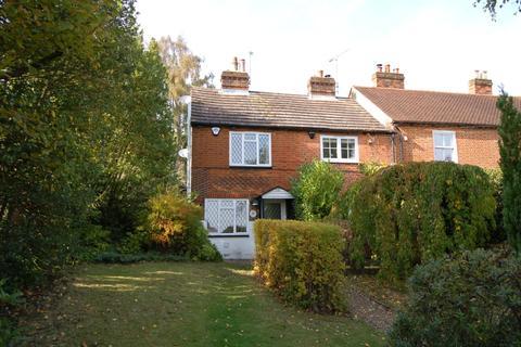 2 bedroom cottage for sale - London Road, Bagshot