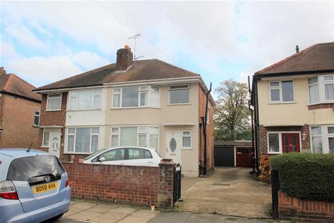 3 bedroom semi-detached house for sale - Cassiobury Ave, Bedfont