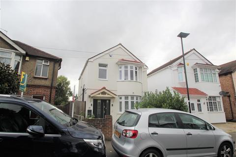 4 bedroom detached house for sale - Buckingham Avenue, Feltham