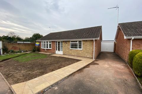 2 bedroom detached bungalow to rent - Kenilworth Close, Market Drayton