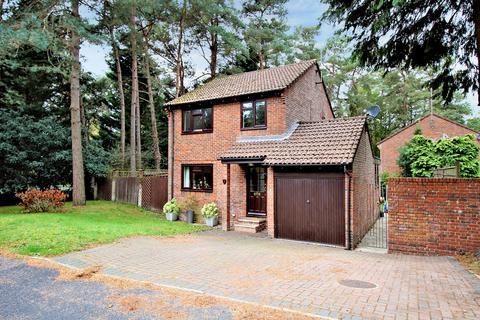 3 bedroom detached house for sale - Woodpecker Close, BORDON, Hampshire