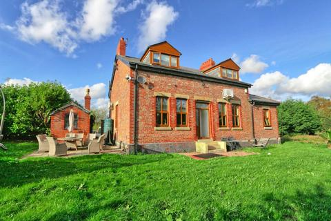4 bedroom detached house for sale - Moss Farm, Cutnook Lane, Irlam