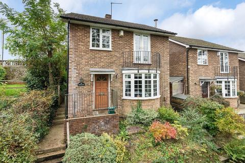 3 bedroom detached house for sale - Family home in an elevated position with stunning views