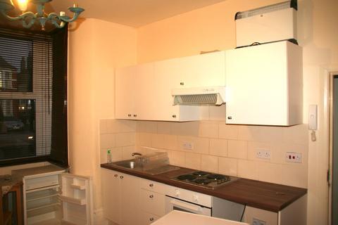 Studio to rent - Green Lanes, Harihgey, London N8