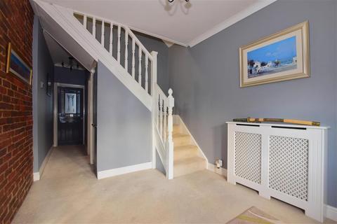 2 bedroom bungalow - Brooklands Gardens, Hornchurch, Essex