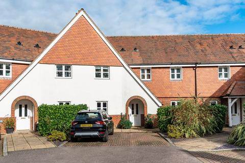 3 bedroom mews for sale - No onward chain - Stronsay Close, Hindhead