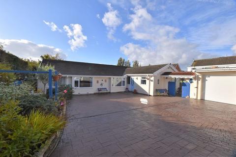 4 bedroom detached bungalow for sale - Oak Avenue, Upton