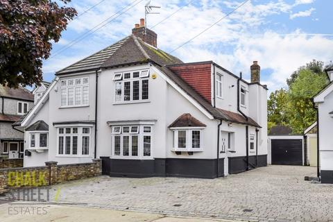 3 bedroom semi-detached house for sale - Highfield Crescent, Hornchurch, RM12