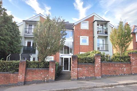 2 bedroom apartment - Ground Floor Garden Apartment in Spring Road, Southampton