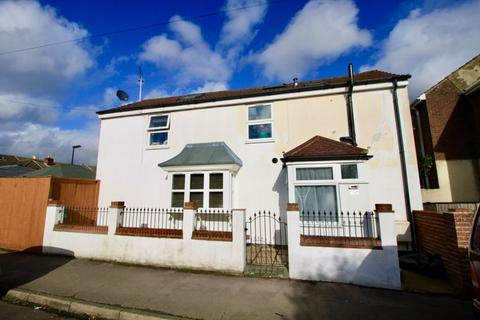 2 bedroom detached house for sale - Peveril Road, Southampton