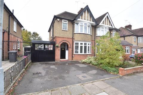3 bedroom semi-detached house for sale - Wychwood Avenue, Luton