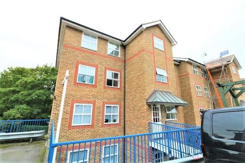 2 bedroom flat for sale - River Bank Close, Maidstone