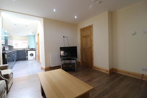 6 bedroom terraced house to rent - Broughton Street, PRESTON, Lancashire PR1 7UU