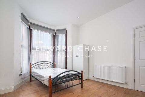 2 bedroom apartment to rent - The Drive, Ilford, IG1