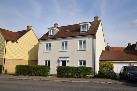 5 bedroom detached house for sale - Battle Rise, Heybridge