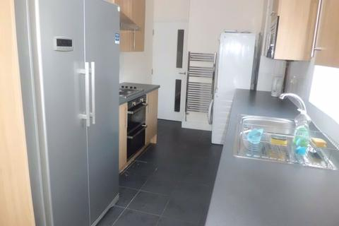 6 bedroom house to rent - 14 Luton Road, B29