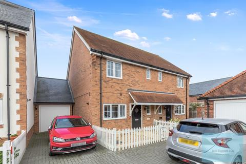 3 bedroom semi-detached house for sale - Meadow Drive, Henfield, BN5