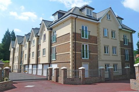 2 bedroom penthouse for sale - PENTHOUSE WITH GARAGE | Queens Road, Haywards Heath