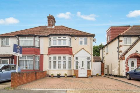 3 bedroom semi-detached house for sale - Devon Waye, Heston, TW5