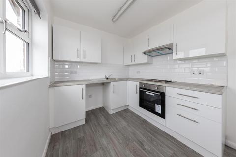 2 bedroom flat to rent - Tudor Court, Dunstable