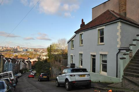 2 bedroom end of terrace house for sale - Park Street, Totterdown
