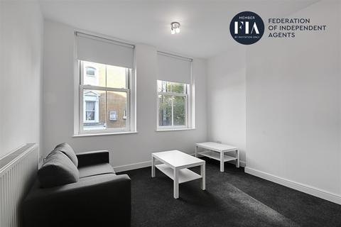 1 bedroom apartment to rent - Stile hall Mansions, Wellesley Road, Chiswick