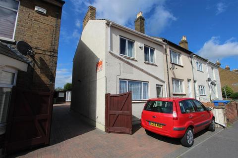 3 bedroom end of terrace house to rent - Canterbury Road, Sittingbourne