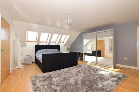 2 bedroom apartment for sale - St. Peter Street, Maidstone, Kent