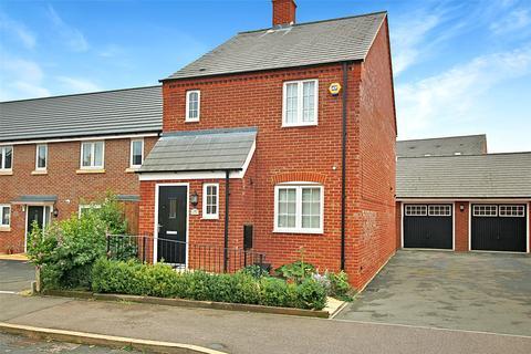 3 bedroom detached house for sale - Auralia Close, Aylesbury, HP18
