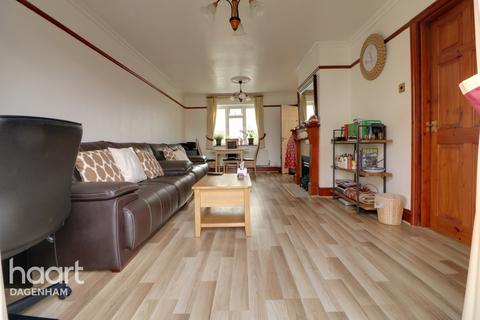 3 bedroom end of terrace house for sale - Oxlow Lane, Dagenham