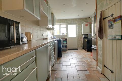 3 bedroom end of terrace house for sale - Oxlow Lane, Dagenham