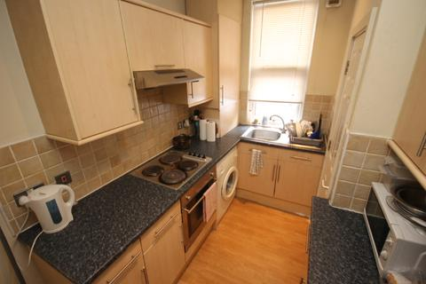 4 bedroom house share to rent - Beamsley Place, Hyde Park, Leeds, LS6 1JZ