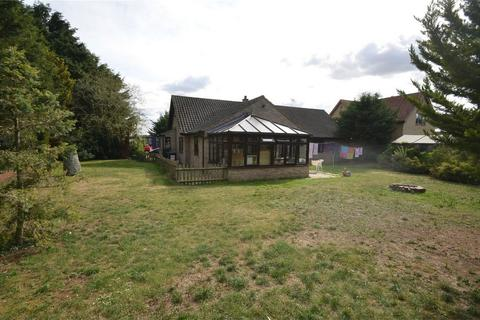 5 bedroom detached bungalow to rent - Broom Road, STANFORD, BIGGLESWADE, Bedfordshire