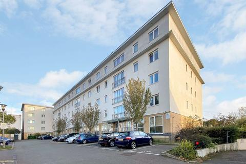 3 bedroom flat for sale - Canalside Gardens, Southall, UB2