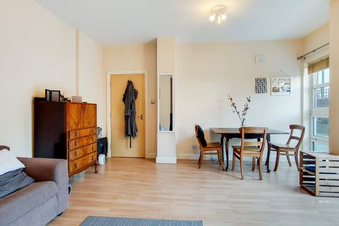 2 bedroom apartment - Rivers House, Aitman Drive, Brentford, Greater London, TW8
