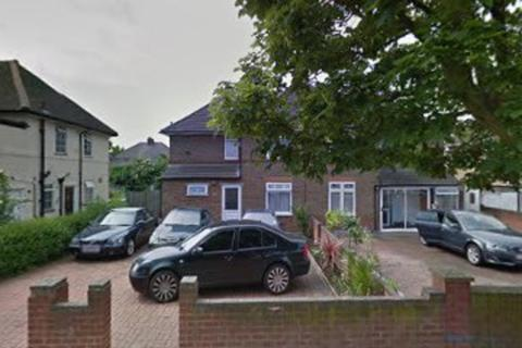 3 bedroom flat to rent - Three Bedrooms Spacious Flat Hayes