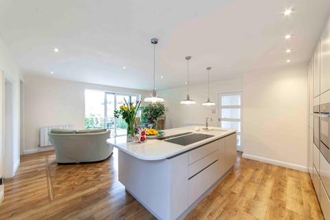 3 bedroom detached house for sale - The Meadows, Grotton, Saddleworth, OL4