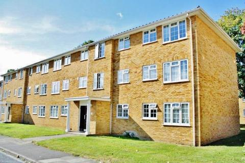 3 bedroom apartment to rent - Lark Avenue, Staines Upon Thames, Middlesex, TW18