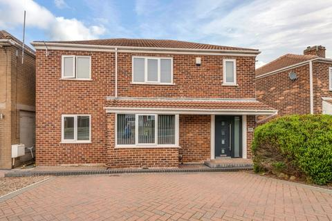 4 bedroom detached house for sale - Larch Avenue, Wickersley