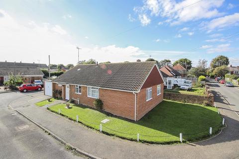 3 bedroom bungalow for sale - Grafton Close, Rustington, West Sussex, BN16