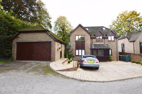 5 bedroom detached house for sale - Archery Rise, Alton