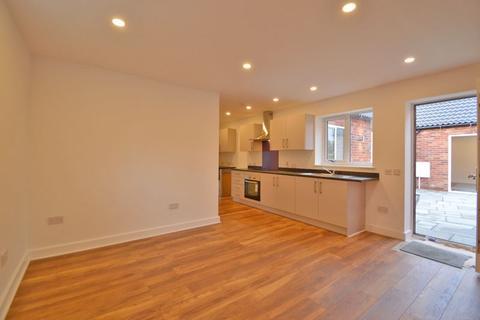 2 bedroom apartment to rent - Main Road, Long Bennington
