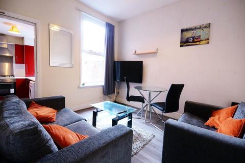 4 bedroom house share to rent - Hall Lane, Kensington,
