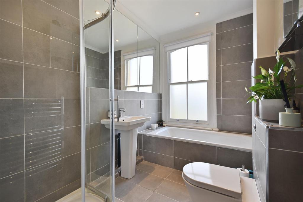Caithness Road   Bathroom3 (1).JPG