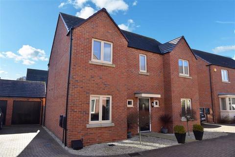 4 bedroom detached house for sale - St Crispins